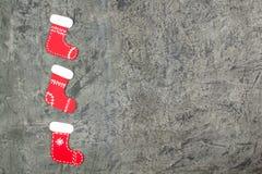 Chaussette de Noël sur le fond concret avec l'espace vide pour des annonces Vue supérieure Photographie stock libre de droits