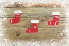 Chaussette de Noël sur le fond en bois avec l'espace vide pour des annonces Vue supérieure Photo stock