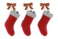 Chaussettes de Noël avec des cadeaux d'isolement Photographie stock libre de droits