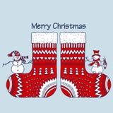 Chaussettes rouges de Noël avec le bonhomme de neige Photos libres de droits
