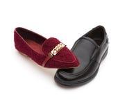 Chaussure de chaussures et d'hommes de dames sur le blanc, le concept des couples d'harmonie ou l'association et l'égalité Images stock