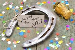 Chaussure de cheval comme talisman pendant les nouvelles années 2017 Images libres de droits