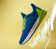 Chaussure de course rapide colorée Photographie stock libre de droits