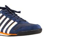 Chaussure de sport d'isolement sur le fond blanc Photo libre de droits
