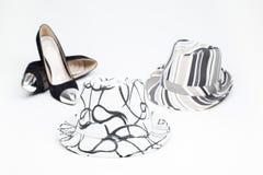 Chaussure de vieilles dames sur des talons hauts et et un chapeau Image stock