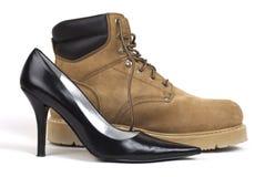 Chaussure du Haut-Talon des femmes près de Workboot Image stock