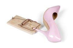 Chaussure du talon des femmes roses avec la souricière à clapet Images libres de droits