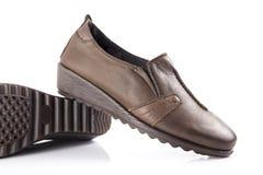 Chaussure en cuir brune femelle Image stock