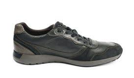 Chaussure en cuir noire occasionnelle d'isolement Photo stock