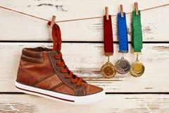 Chaussure et médailles de sport Images stock