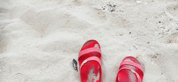Chaussure et sable Images stock