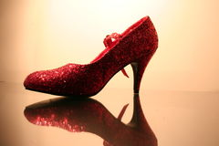 Chaussure rouge scintillante images libres de droits