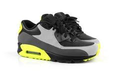 Chaussures à la mode de sport d'isolement sur le blanc photographie stock libre de droits