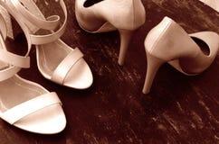 Chaussures à talons hauts de femme images stock