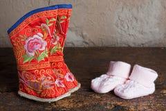 Chaussures attachées de pieds d'adulte Images stock