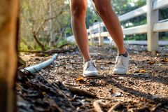 Chaussures blanches au sol Photo stock