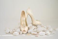 Chaussures blanches de mariage Image libre de droits