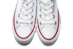 Chaussures blanches de sport d'isolement sur un fond blanc Photographie stock libre de droits