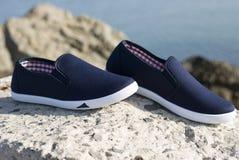 Chaussures bleues de dames Photographie stock libre de droits