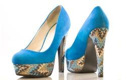 Chaussures bleues de talon haut Images libres de droits