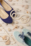 Chaussures d'été du ` s de femmes pendant des vacances de plage Photo stock