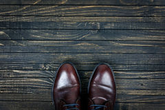 Chaussures d'affaires sur le plancher Photo stock