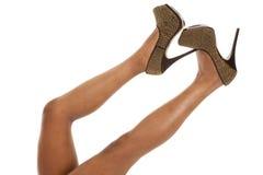 Chaussures d'or de femme vers le haut ensemble photographie stock libre de droits