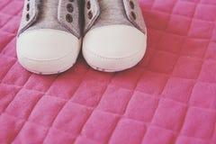 Chaussures d'enfant dans le ton de vintage Photographie stock libre de droits