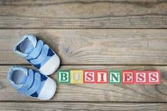 Chaussures d'enfant et affaires de mot Image libre de droits