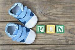 Chaussures d'enfant et amusement de mot Photographie stock libre de droits