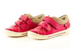 Chaussures d'enfants d'isolement sur le fond blanc confort de style libre Images libres de droits