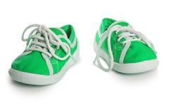 Chaussures d'enfants d'isolement sur le fond blanc confort de style libre coloré Images stock
