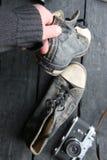 Chaussures d'espadrille de label et de vintage de voyage Photos stock