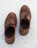 Chaussures dans la neige Images stock