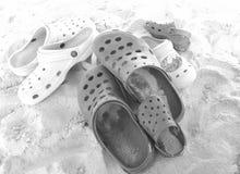 Chaussures dans le sable photo libre de droits