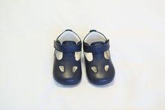 Chaussures de bébé bleu élégantes sans dentelles Photographie stock libre de droits