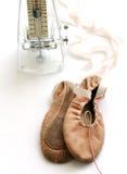 Chaussures de ballet roses, métronome Photo libre de droits