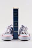 Chaussures de bible et d'école Images stock