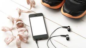 Chaussures de course, bande de mesure et téléphone Photographie stock