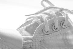 Chaussures de course d'espadrilles blanches Images stock