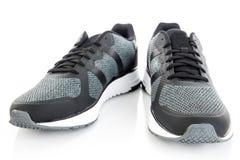 Chaussures de course, d'isolement sur le fond blanc Photographie stock libre de droits