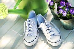 Chaussures de course de tennis blanc Images stock