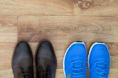 Chaussures de course et chaussures formelles Photo libre de droits