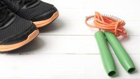 Chaussures de course et corde à sauter Photos libres de droits