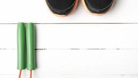 Chaussures de course et corde à sauter Photographie stock libre de droits
