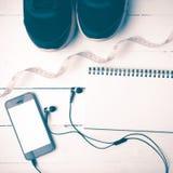 Chaussures de course, style de mesure de vintage de bande, de carnet et de téléphone Image libre de droits