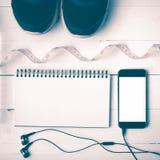 Chaussures de course, style de mesure de vintage de bande, de carnet et de téléphone Photos libres de droits