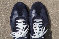 Chaussures de course sur ses pieds Images libres de droits