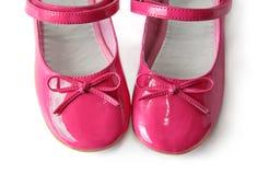 Chaussures de cuir verni avec des proues Photographie stock