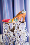 Chaussures de jour du mariage de jeune mariée Photo stock